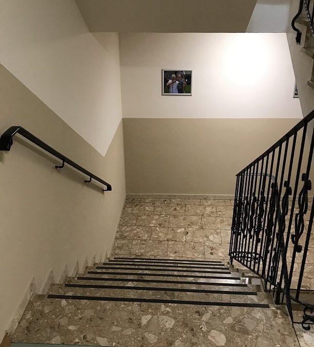 Neuanstrich eines Treppenhauses in Wasserburg