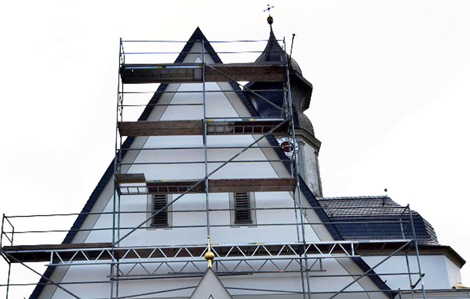 Renovierungsanstrich einer Westfassade